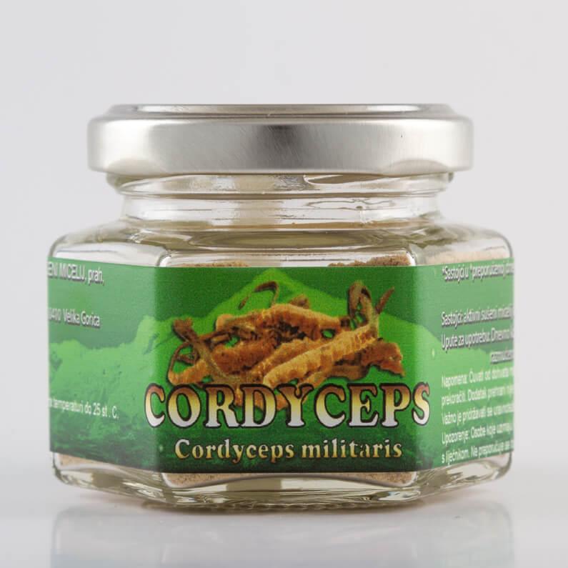 Izgled proizvoda Cordyceps (ljekovitih gljiva) od 50 grama u staklenci.